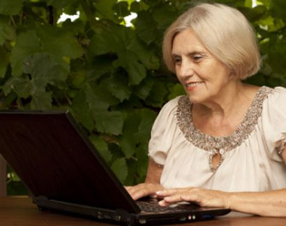A woman using a laptop - Image for Online Self Directed Programmes